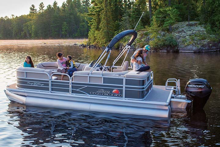 Suntracker 20 DLX Party Barge Pontoon