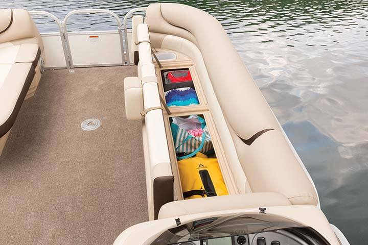Suntracker 24 DLX Party Barge Pontoon